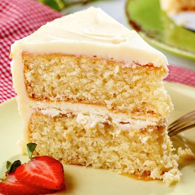 White Cake w/ Vanilla Buttercream Icing